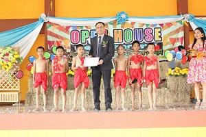 ประธานพิธีเปิด OPEN HOUSE  (เปิดบ้านวิชาการ) โรงเรียนบ้านมณีโชติสามัคคี